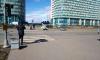 В Петербурге ветер ломает конструкции и разносит мусорные баки