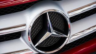 Агрессивный медик пырнул ножом водителя Mercedes на Народной