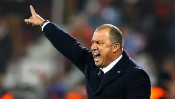 Тренер Турции подал в суд на 21-го человека
