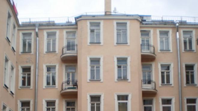 Дом на Васильевском острове остался без отопления после обрушения чердачных перекрытий