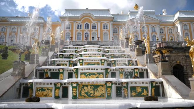В 2020-м году фонтаны в Петергофе посетили почти 1,4 млн человек