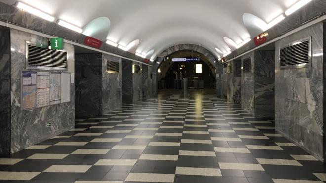 """На станции метро """"Чернышевская"""" заменят эскалаторы и отремонтируют вестибюль"""