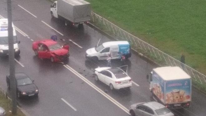 Три автомобиля попали в жесткое ДТП на Энтузиастов