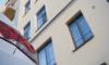 Петербуржец случайно вывалился из квартиры, где отмечал рождение сына друга