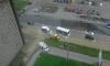 По затопленному Ленинскому проспекту плавают машины