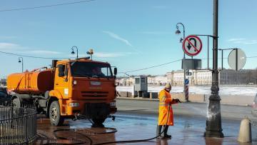 В Петербурге началась генеральная уборка улиц