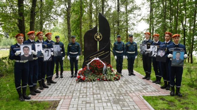 В Кировске открыли памятник погибшим пожарным