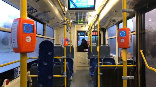 Пассажиропоток в петербургском общественном транспорте снизился на 35%