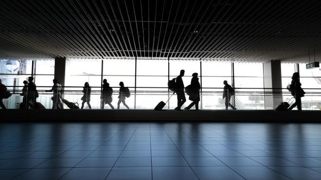 В Пулково прибыли российские туристы из Китая