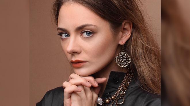 Актриса Карина Разумовская возмутилась загорающими на газонах петербуржцами
