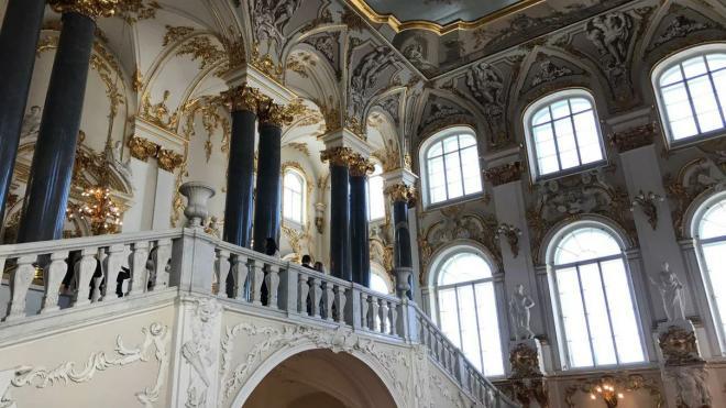 В Эрмитаже выставили  предметы быта XIX века из сундука императора Александра III