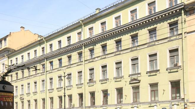 В здании штаба ЗВО Минобороны на Невском проспекте капитально отремонтируют фасады и кровлю