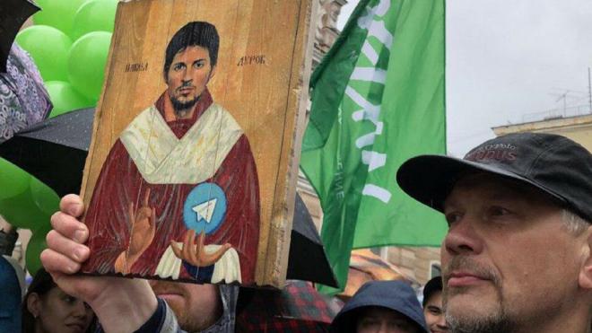 Святой лик Павла Дурова ушел с аукциона за 11,5 бутылок игристого