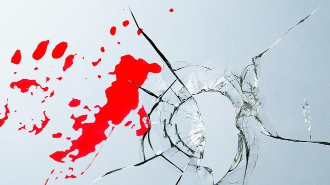 В Приморье из-за отсутствия детей мужчина изрезал жену и свою мать