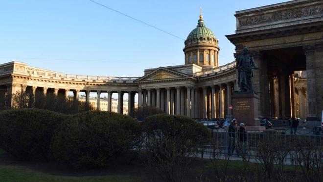 Казанский собор больше года простоит под строительными лесами