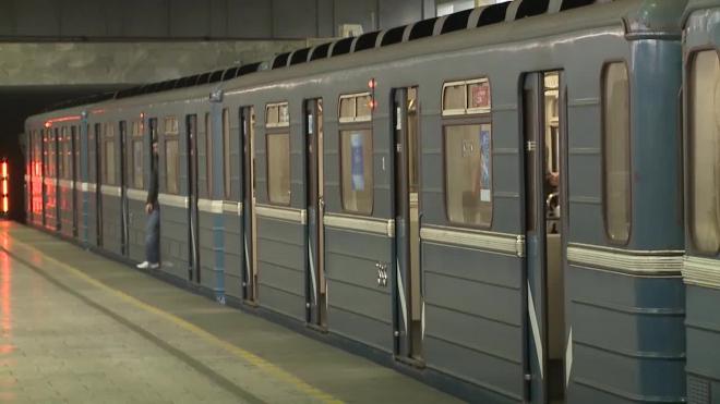 """На """"синей ветке"""" петербургского метро серьезные проблемы с движением"""