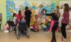 Петербургская художница создала в детской больнице раскраску размером 7 квадратных метров
