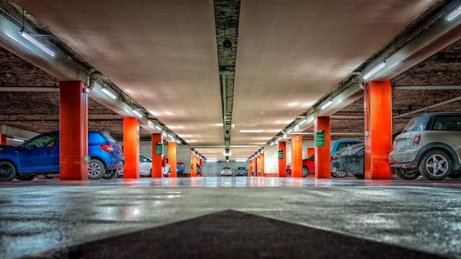 В Петербурге осенью начнут штрафовать за нарушения на платных парковках