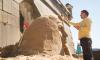 Песчаная голова Бузовой украсила подножие Петропавловской крепости