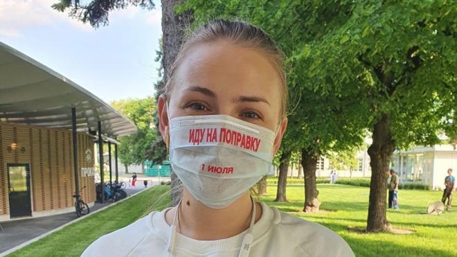 Подмосковные волонтеры раздали маски, напоминающие о голосовании по изменению Конституции