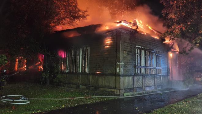 В Ленобласти пожар уничтожил историческую постройку 1895 года