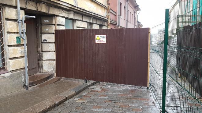 Крепостную улицу закрыли для прохода
