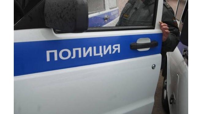 Пьяный петербуржец укусил за ноги двух полицейских – юношу и девушку