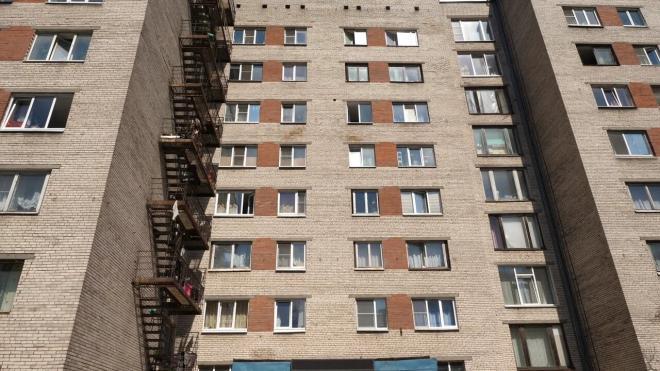 В Тихвине двухлетняя девочка выпала из окна 14-этажного дома
