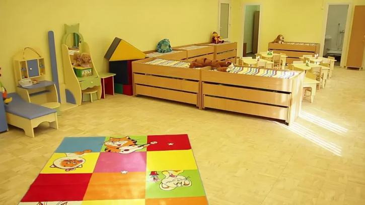 Коронавирус детсадам не страшен. Власти Петербурга отменили мероприятия на 9 мая и оставили детские выпускные