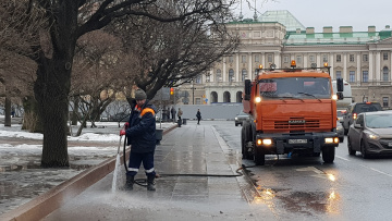 В Петербурге за вторник отмыли от грязи 98 улиц