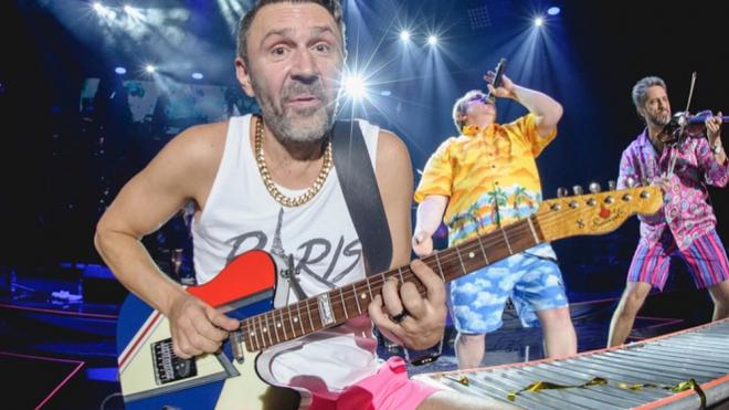 Сергей Шнуров сам себе делает подарки на День рождения