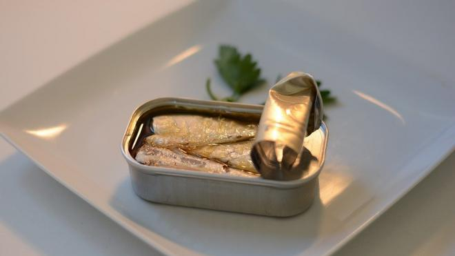 Из Петербурга вернули в Португалию более четырех тонн рыбных консервов
