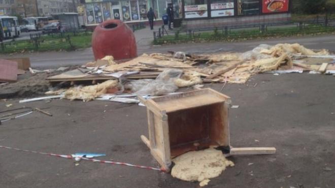 """В Невском районе после """"Шавермы"""" остался тяжелый тандыр и гора мусора"""
