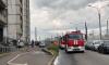 """Пожарные тушат """"мусорную"""" квартиру на Суздальском проспекте"""