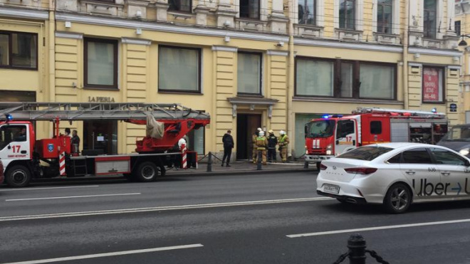 В Невском районе загорелся хостел