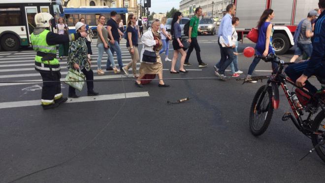 Обрыв проводов остановил движение в центре Петербурга