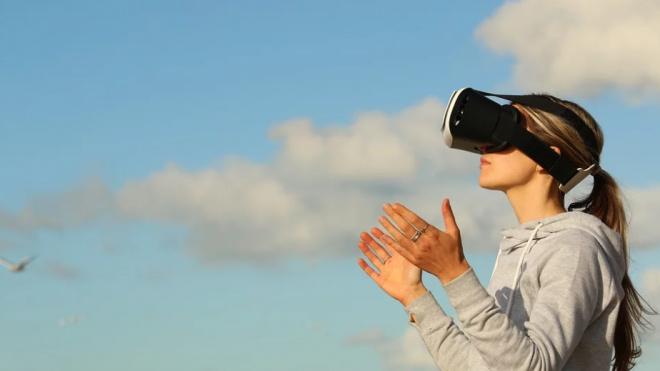 Ученые из ЛЭТИ создали специальные очки с дополненной реальностью для слабовидящих людей