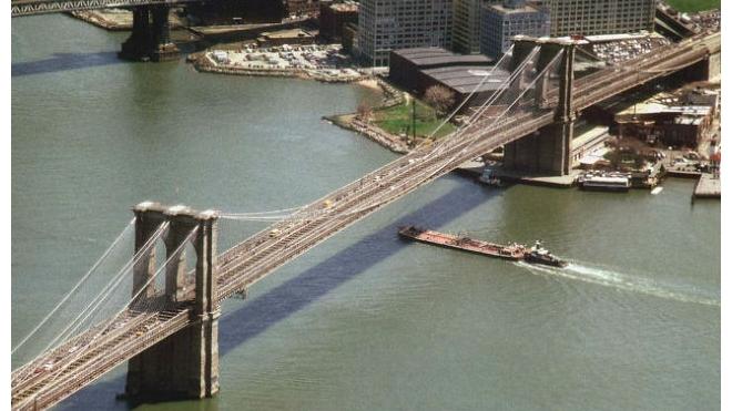 В США арестован россиянин, забравшийся на вершину Бруклинского моста в Нью-Йорке