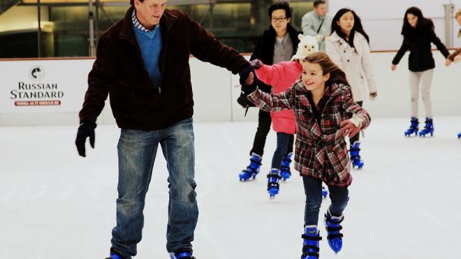 В Выборге стартовал сезон массового катания на коньках