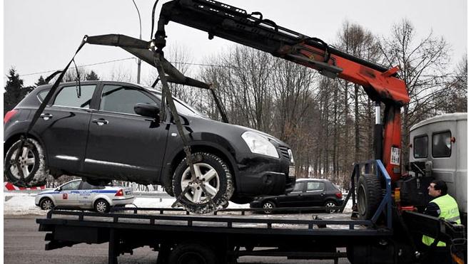 В Петербурге эвакуировали 5500 машин, мешавших чистить улицы города