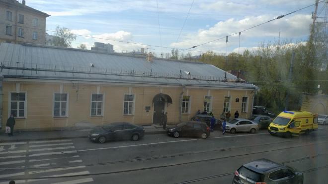 На улице Чапаева легковушка вылетела на встречку и протаранила три машины