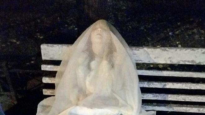 По Северному скверу гуляет потерявшаяся невеста