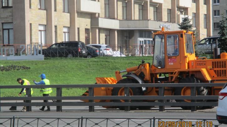 С улиц Петербурга вывезли почти 3 тысячи тонн мусора и смёта