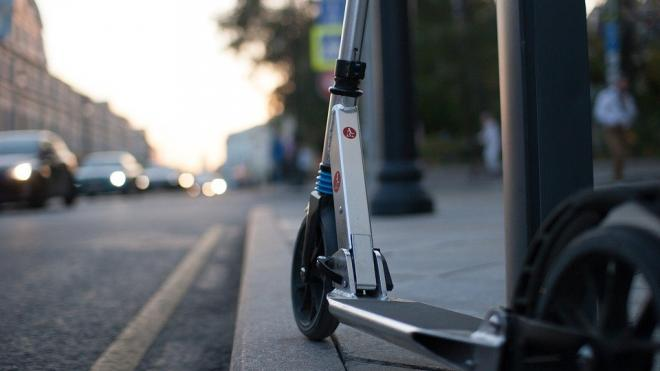 На Бестужевской улице первоклассница на самокате попала под колеса иномарки