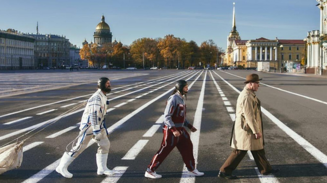 Тилль Линдеманн повторил знаменитое фото The Beatles на Дворцовой площади