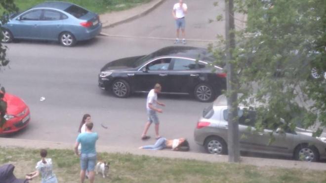 На проспекте Славы перевернулась машина