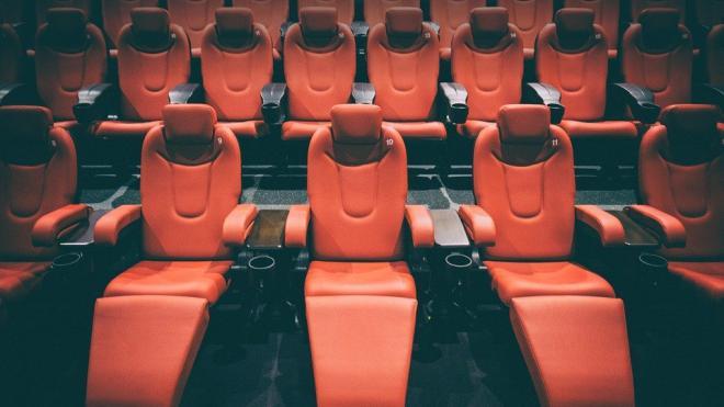 В Петербурге в праздники посещаемость кинотеатров снизилась на 60%