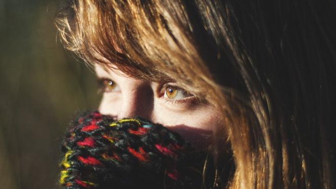 Роспотребнадзор призвал не использовать шарфы вместо масок