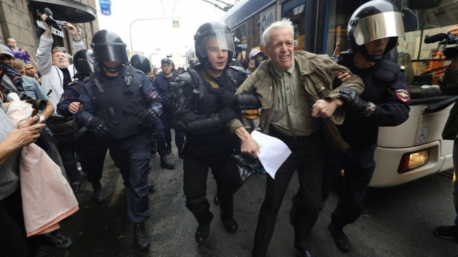Петербургские полицейские съели еду, которую надо было передать задержанным на митинге
