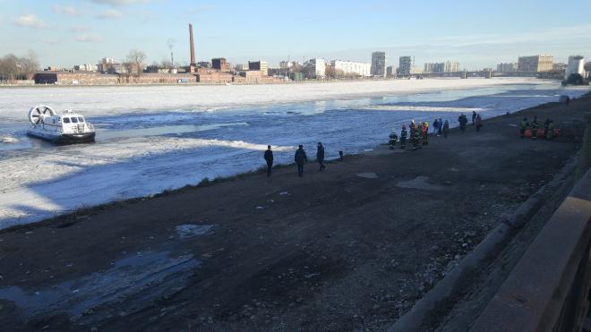 Один из мальчиков, которые провалились под лед Невы, погиб